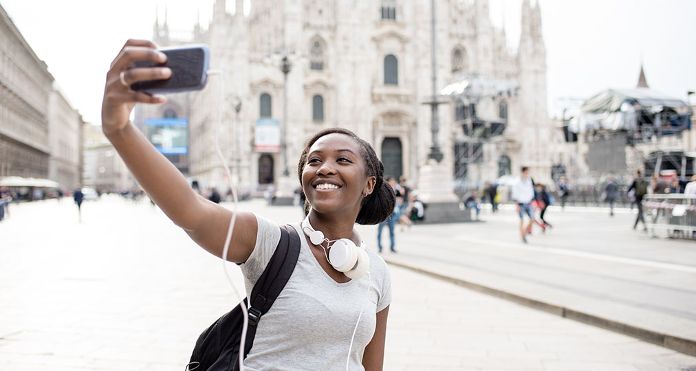 girl student travelling in milan