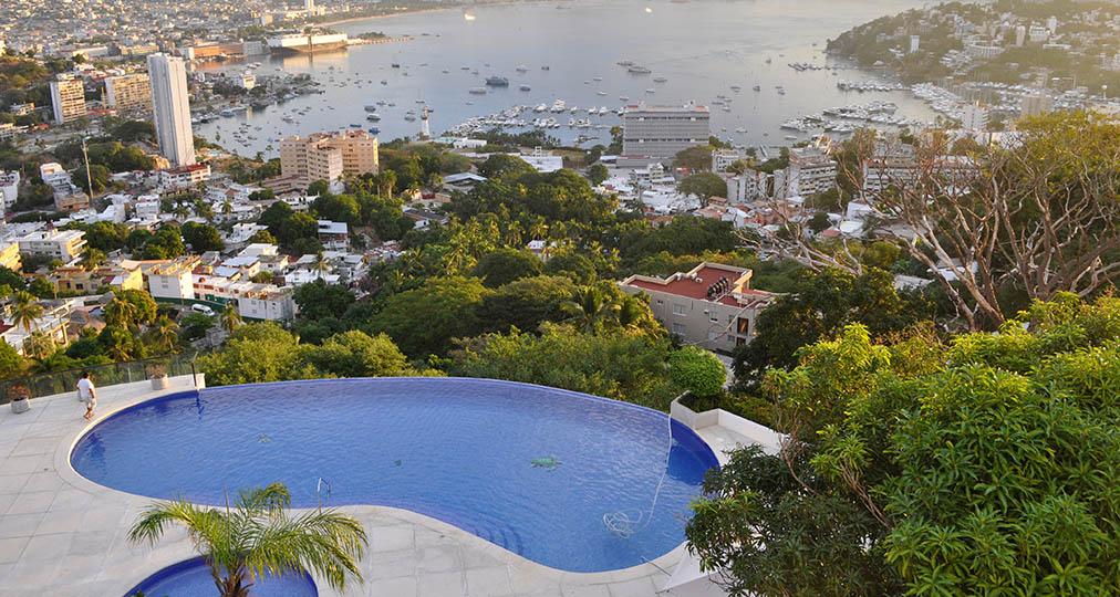 luxury house pool