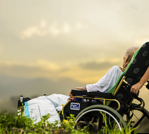 Caring for the elderly: the things personal caregivers should have