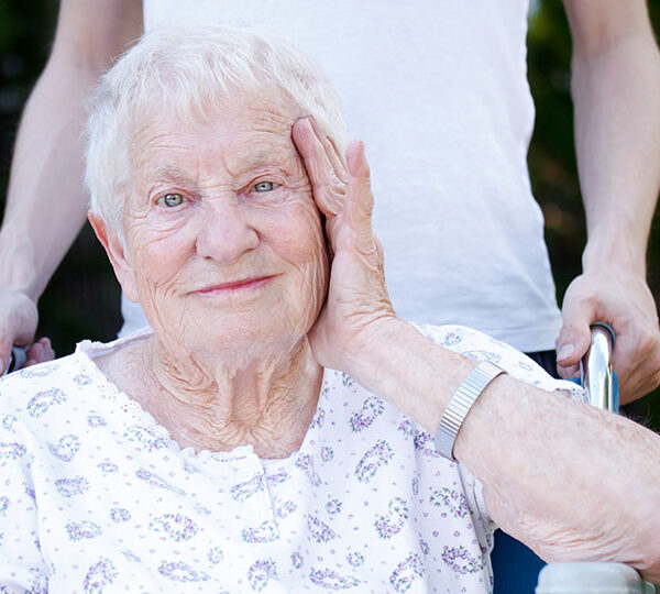 Independent living vs assisted living: what's better for my loved one?