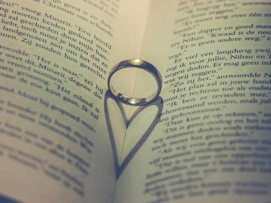 4 super creative ways to give a ring to someone