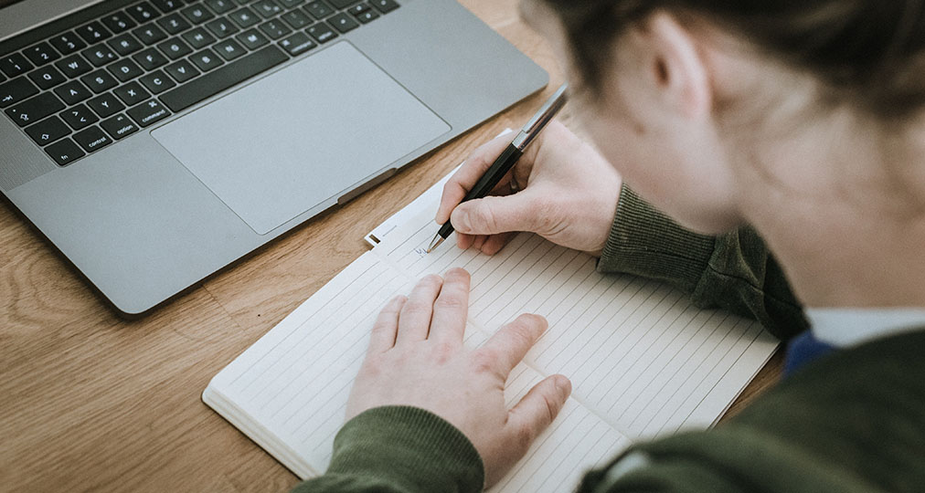 student starting to write in notebook